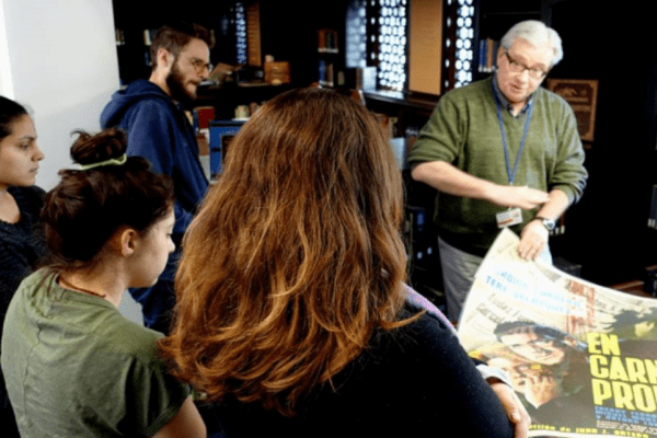 Jim Liversidge teaching a class on Special Collections