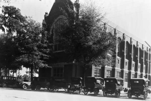 image of Smathers Library with cars circa 1930